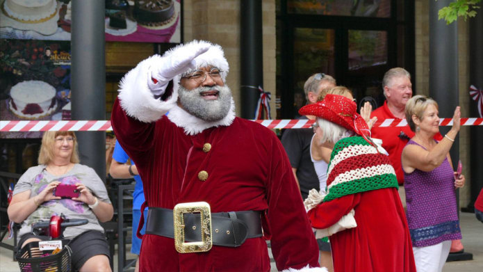 Mall Of America Introduces Their First Black Santa Clause