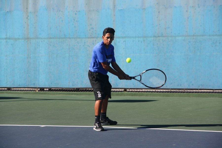 Justin Archila backhanding the ball