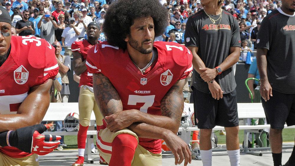 Colin Kaepernik kneeling against police brutality