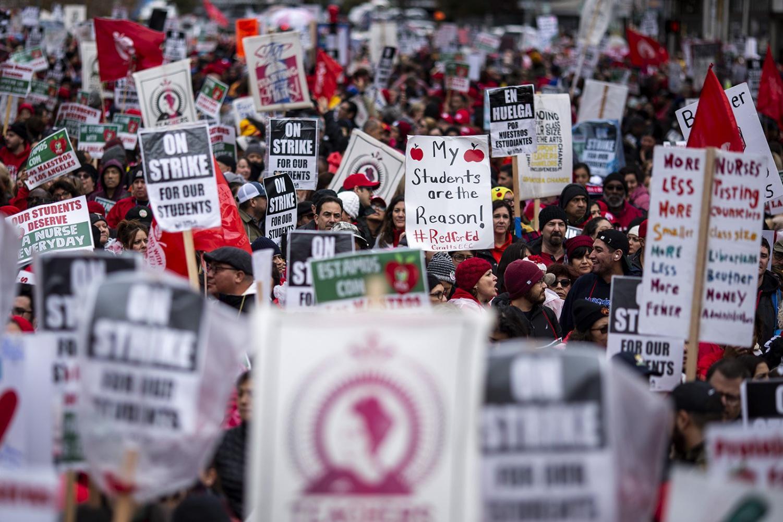 UTLA teachers striking