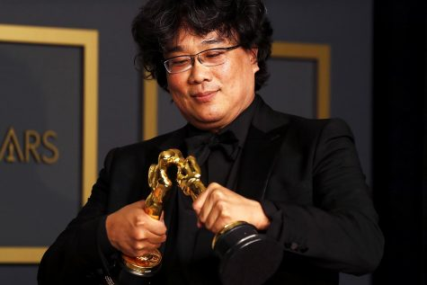 Bong Joon Ho making his Oscars kiss.